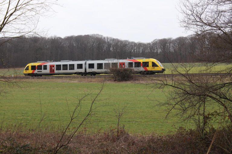 Hin und wieder kommt auch die Hessische Landesbahn vorüber.