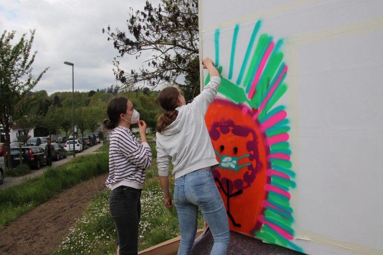Ein Graffiti entsteht - ganz legal.
