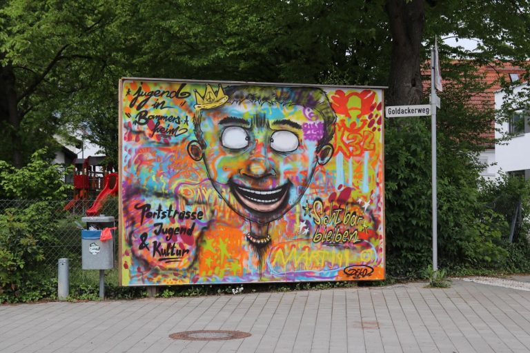 """Graffiti von der """"Portstraße - Jugend & Kultur""""."""
