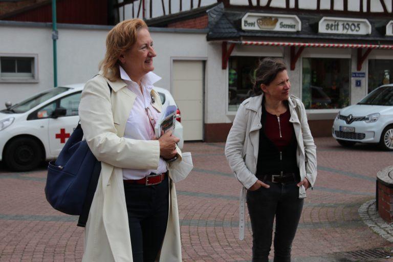 Dr. Beate Matuschek und Claudia Pense.