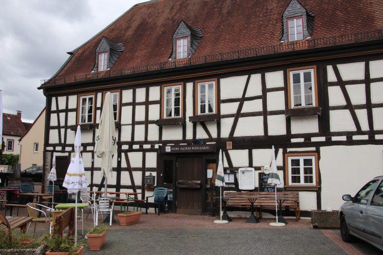 Direkt nebenan: das Alte Rathaus.