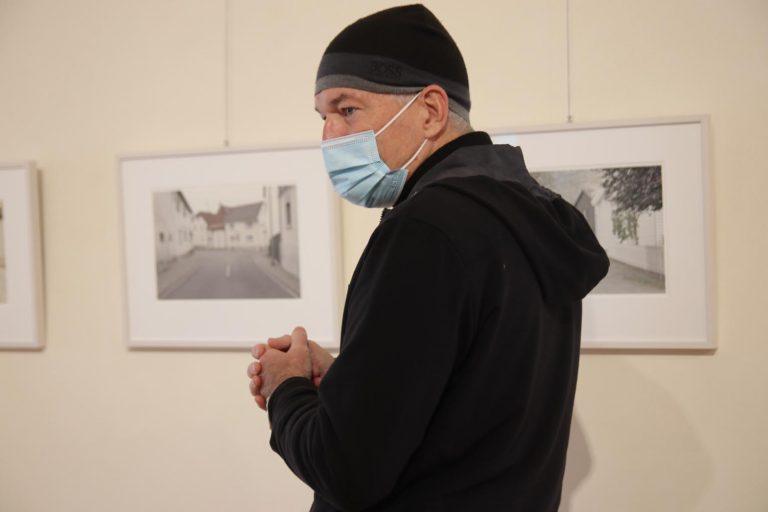 Peter Braunholz wird im Verlauf der Ausstellung hin und wieder dort anzutreffen sein.