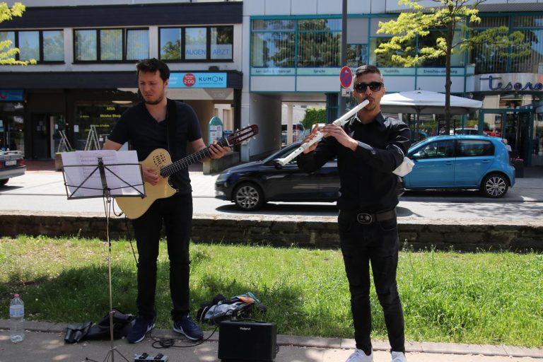 Auch Andres Rosales und Vladimir Dindiryokov vom Kammerorchester Bridges verführten zum Schwelgen in musikalischen Klängen.