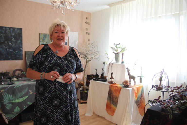 Marlies Schüttig gärtnert nicht nur gern, sondern stellt auch pfiffige Keramikobjekte her.
