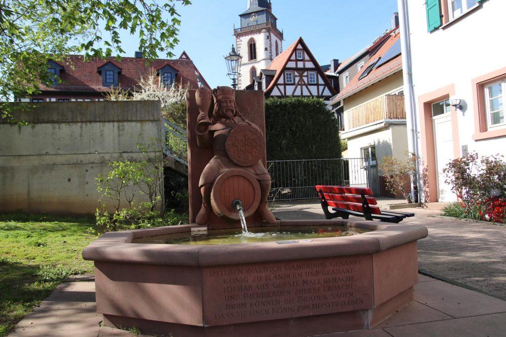 Einer ihrer liebsten Brunnen in Orschel.
