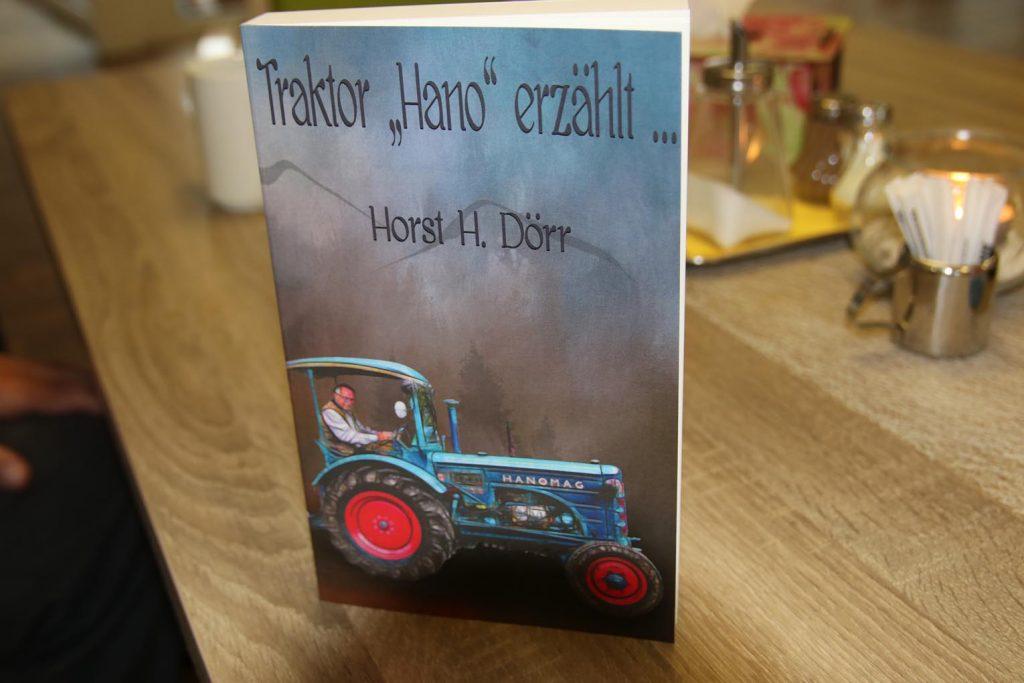 """In """"Traktor 'Hano' erzählt"""" berichtet Horst H. Dörr die Erlebnisse seines Hanomag auf Reisen und in der Geschichte."""