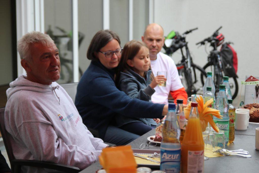 Gunter Lutzi, Initiatorin und Organisatorin Anika Frickel, Tochter Klara und ihr Ehemann Denis.