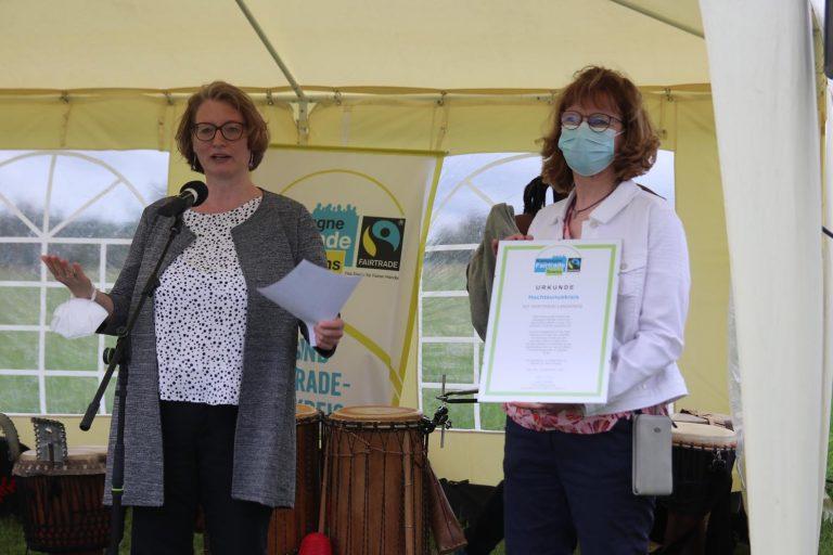 Sozialdezernentin Katrin Hechler und Annette Goy, Fachbereichsleiterin der Leitstelle Integration.
