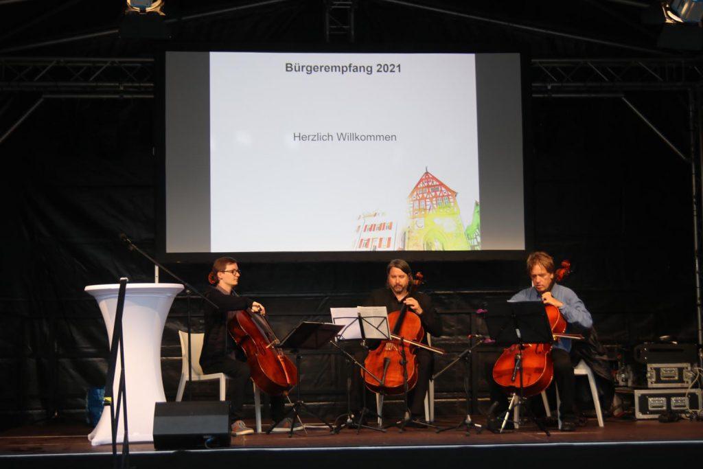 """Philipp Schreck, Marc Ziethen und Clemens Mohr (v.l.n.r.) sorgen als """"Trisonore"""" für die Musikbeiträge."""