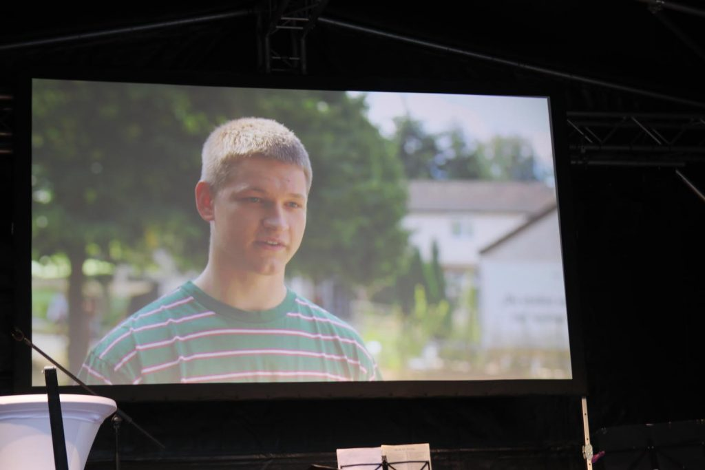 Wie sich Max Emil Jochens ehrenamtlich engagiert, ist ebenfalls einem Filmbeitrag zu entnehmen.