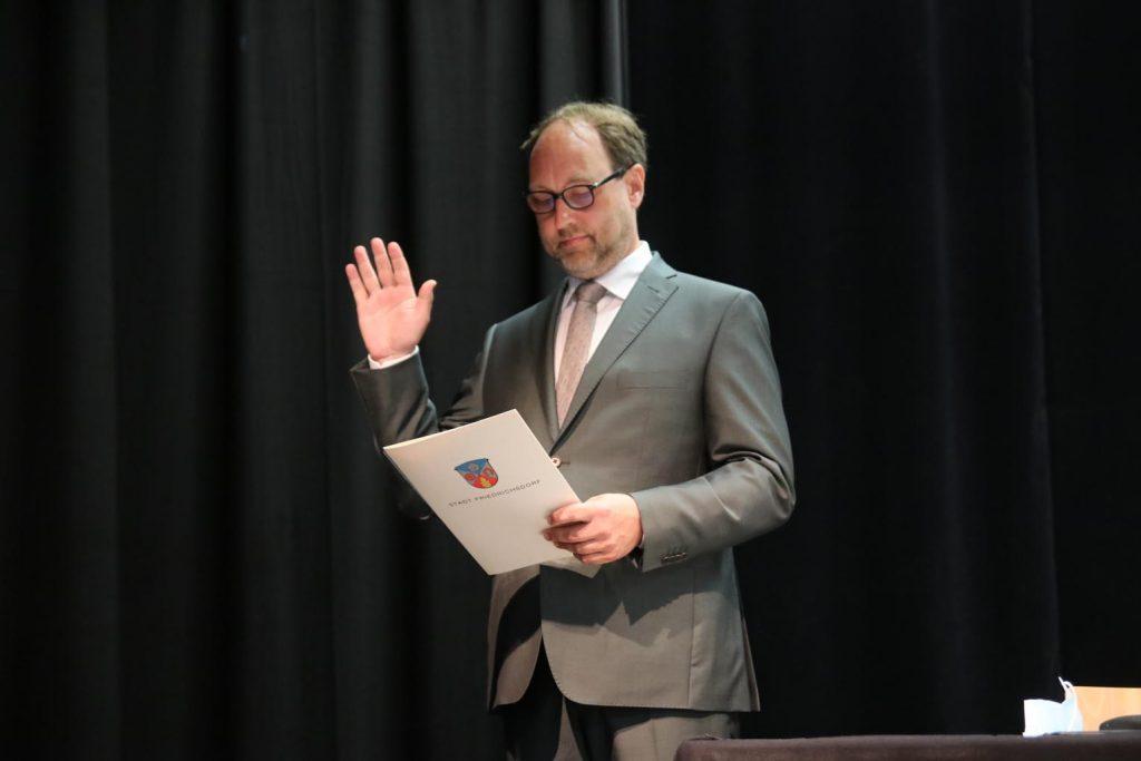 Lars Keitel legt den Amtseid ab.