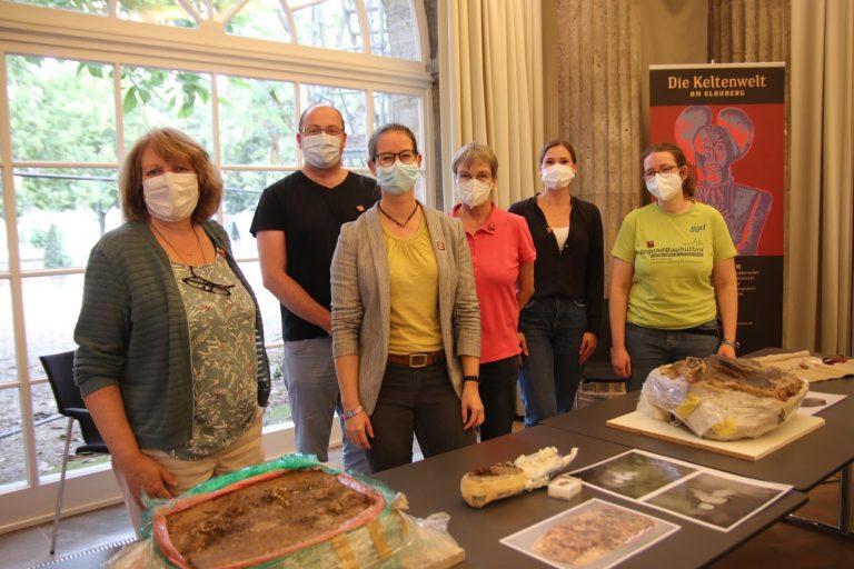 Das Team der Archäologischen Restaurierungswerkstatt (vlnr): Angelika Wilhelm, Daniel Usher, Christine Henke, Monica Bosinski, Juliane Schmidt und Paula Werl.