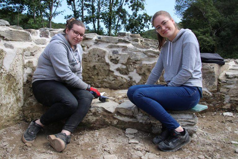 Victoria Maurer und Alina Will hatten ebenfalls viel Spaß, mal ein ganz anderes Berufsfeld aus der Nähe kennenzulernen.
