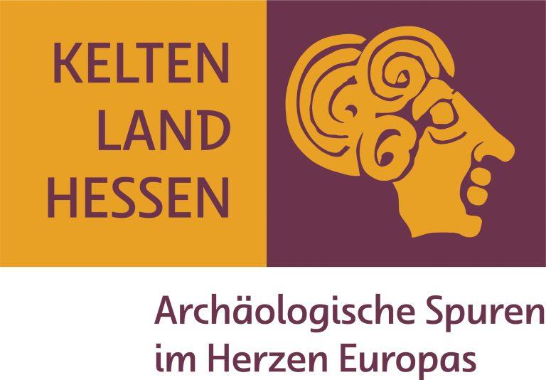 Das Logo hat die in Frankfurt lebende Grafikerin Eike Quednau gestaltet.