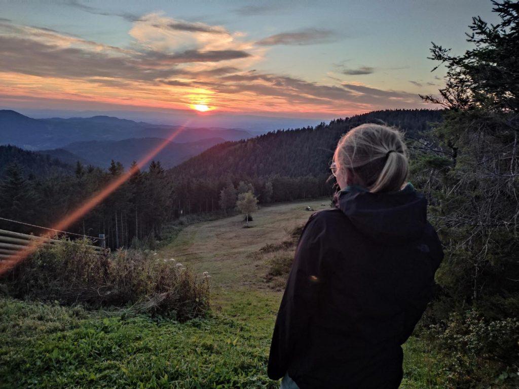 Ein schöner Sonnenuntergang im Schwarzwald. - Foto: Jennifer Leuchtmann