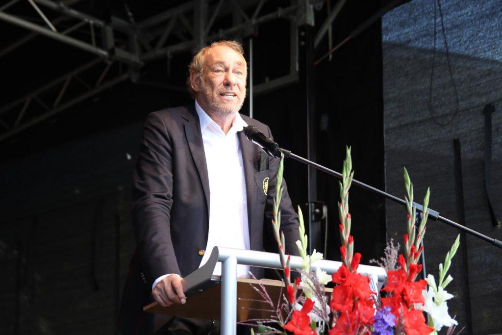 SGE-Präsident Peter Frischer bedankt sich im Namen aller Preisträger.