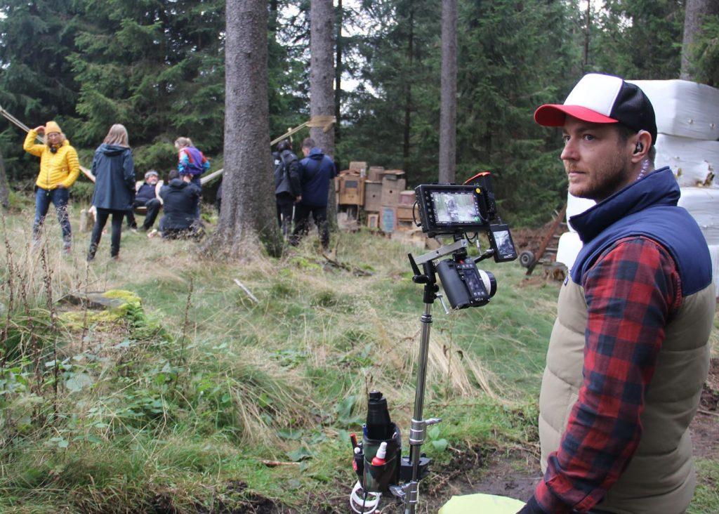 Erster Kamera-Assistent Mario Loibl ist für die Bildschärfe zuständig. - Foto: Sabine Neugebauer