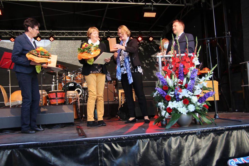 Ingeborg Marx und Barbara Scheibner erhalten den zweiten Platz.