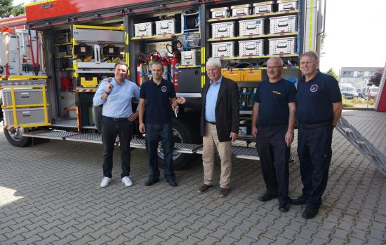 Die symbolische Übergabe des Fahrzeugschlüssels mit (von links) Bürgermeister Vogt, Ritzheim, Exner, Köhler, Dr Schrell